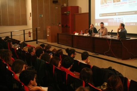 Jesús Maraña y Juan Luis Sánchez dan una charla en la Facultad de Comunicación de la UAB. Foto: Eunate Serrao