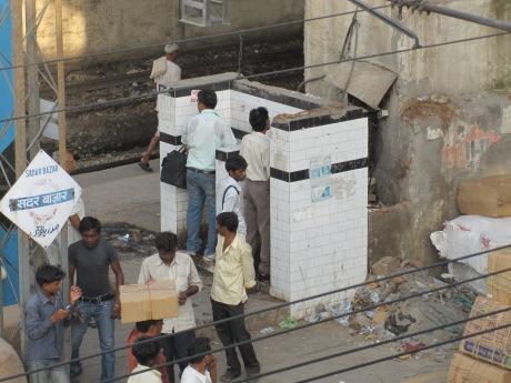 Urinarios en Nueva Delhi (India, 2011)